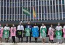 Los niños del Hospital de Valme reciben las `Batas más fuertes´ por parte de la Fundación del Betis