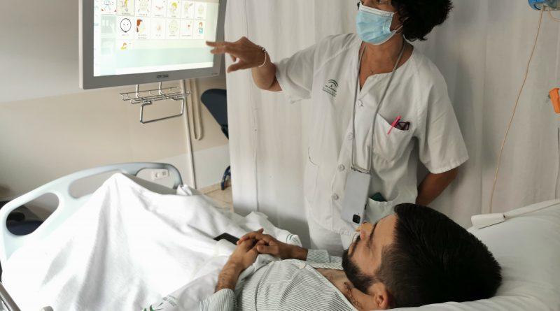 Los hospitales de Valme y El Tomillar implementan un avanzado sistema de televisión y telecomunicación en sus habitaciones